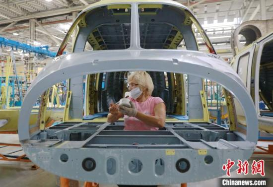 China's industrial output up 5.8 pct in Q3