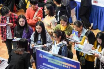 Job market maintains stability as unemployment drops